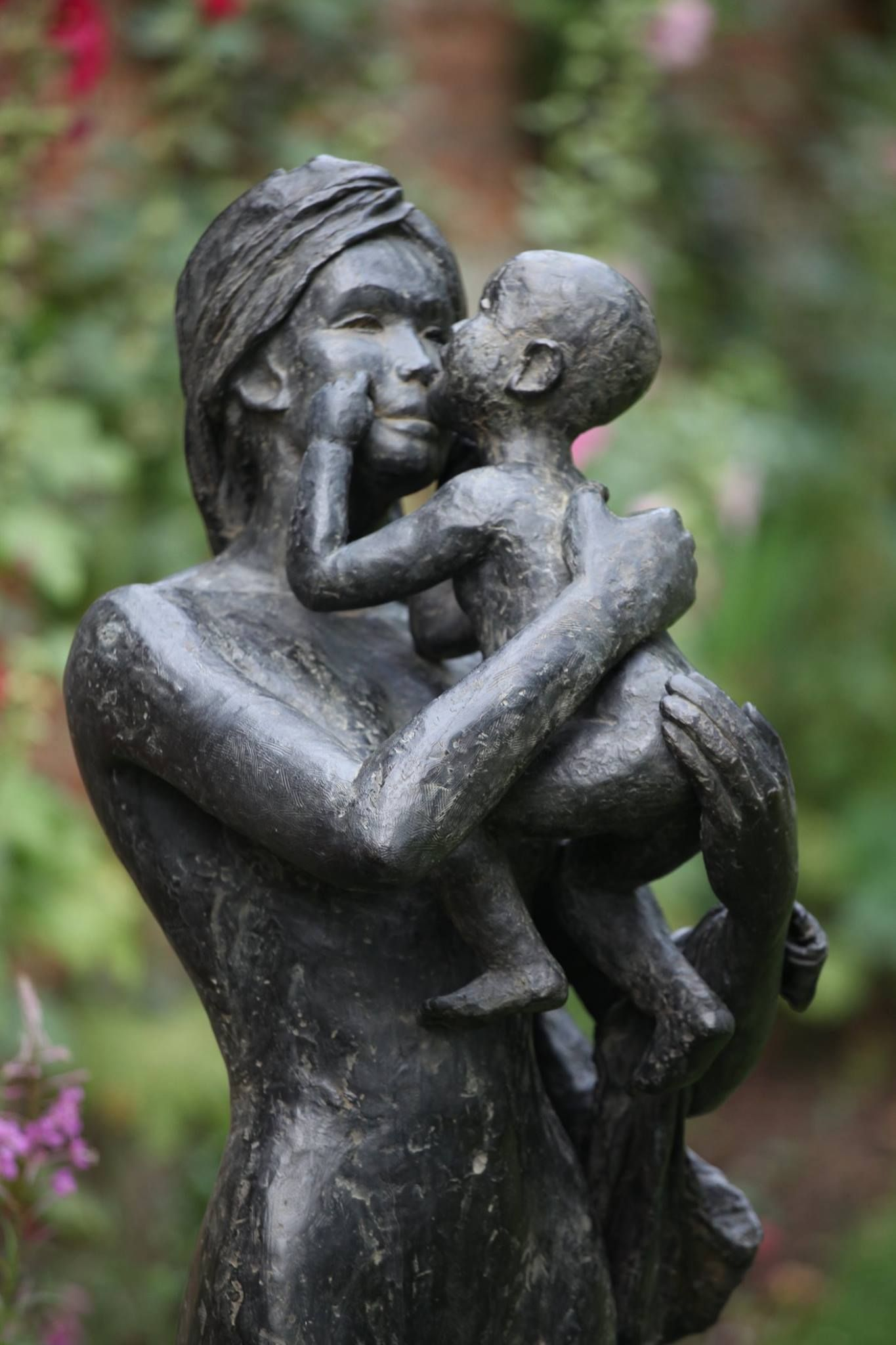 Big Woman with Child,Marine de Soos,Sculpture, detail 1