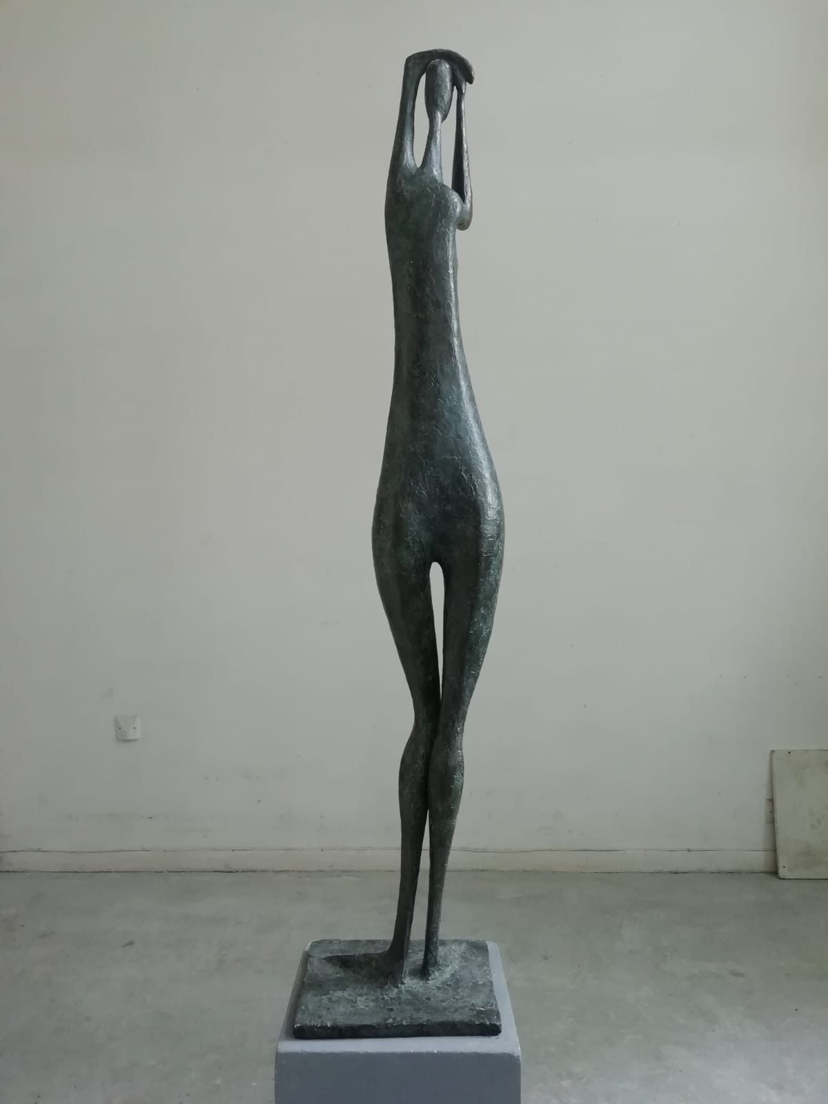 Great Arms Raised Standing Figure I - Pierre Yermia - Sculpture - detail 1